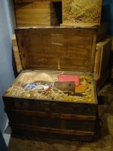 Unique exhibit case